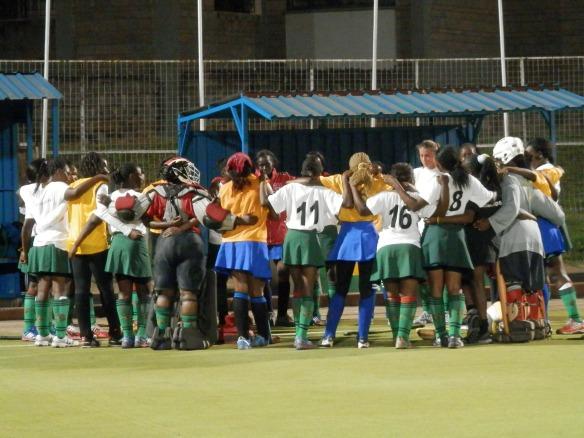 il saluto finale con la squadra Sliders di Nairobi dopo la partita